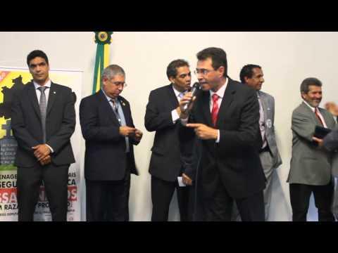 Presidente da Anaspra fala em ato público de homenagem aos trabalhadores da segurança