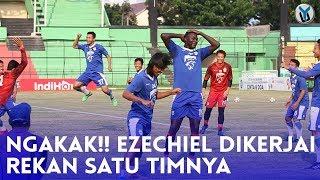 Download Video NGAKAK!! Ezechiel Dikerjai Rekan Satu Timnya MP3 3GP MP4
