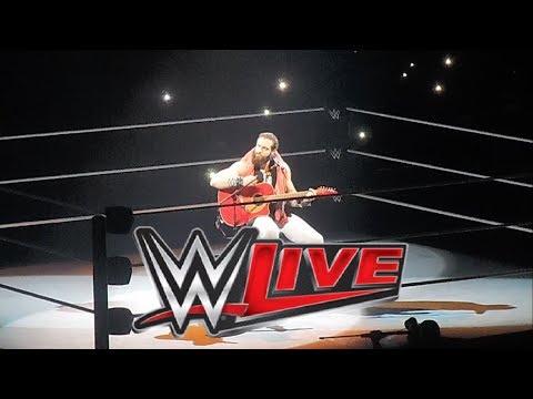 Elias Interpreta Tren Al Sur (Los Prisioneros) - WWE LIVE: Santiago, Chile [05/12/2018]