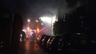 Ontploffingen bij grote brand in woning