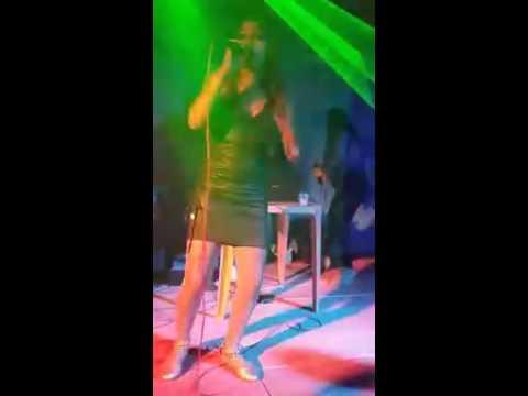 CRYS OLIVEIRA da Banda M3 cantando com o Dj Maluquinho em medicilandia