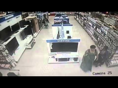 Женщина украла телевизор, скрывая его между ног