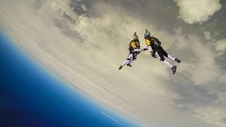 High altitude acrobatic skydiving FULL RUN - Red Bull Skycombo - YouTube