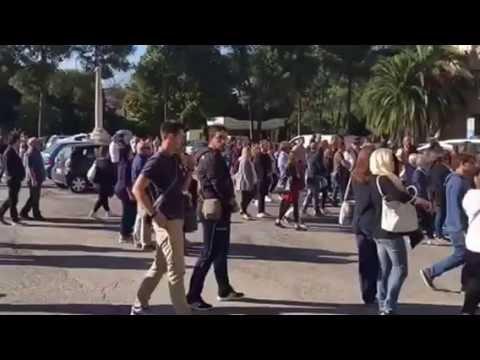 Teramo, palloncini bianchi e striscione per l'addio a Riccardo VIDEO
