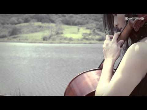 Violoncello - River flows in you (Yiruma) Arr. Justin VandeBrake Violoncello. Ana Milena Varona Baynes. Teclado. Hediel Castillo. Cámaras. Jesús Andrés Gómez Hediel Castillo.