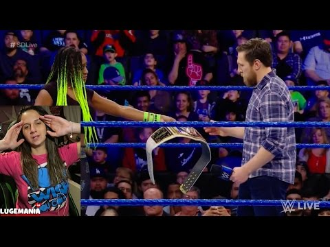 WWE Smackdown 2/21/17 Naomi relinquish Womens Title (видео)