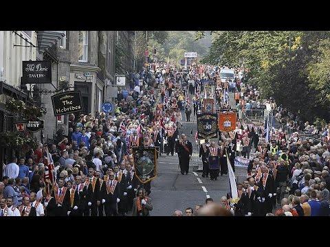 İskoçya'da bağımsızlık karşıtlarından 'Turuncu Yürüyüş'