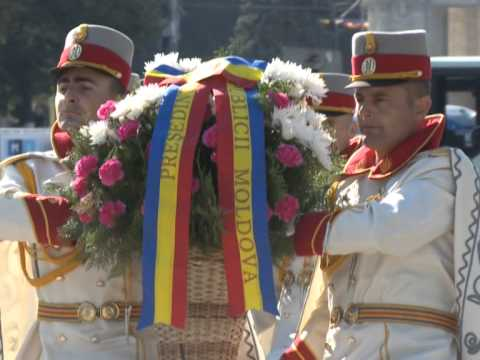 Leadership lays flowers at monument of Moldovan ruler