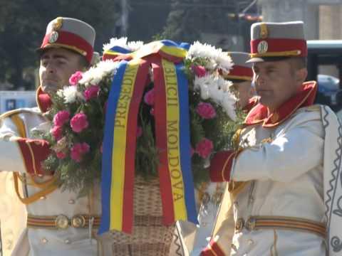Președintele Nicolae Timofti a depus flori la monumentul domnitorului Ștefan cel Mare și Sfânt