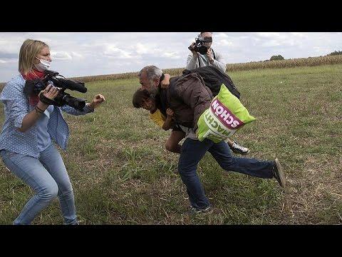 Ουγγαρία: Απολύθηκε εικονολήπτρια που κλώτησε και έβαλε τρικλοποδιά σε πρόσφυγες