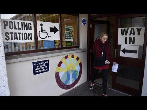 Βόρεια Ιρλανδία: Κάλπες με το βλέμμα στο Brexit