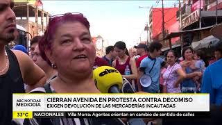 Vendedores cierra avenida en protesta contra decomiso