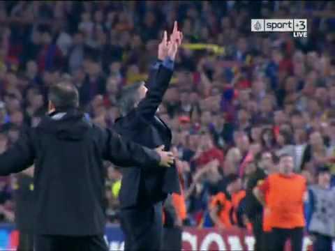 Mourinho celebration vs Barcelona and clash with Valdez (видео)