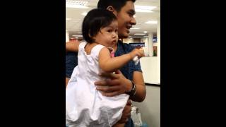 Download Lagu Om Akapan & Baby lovely  @Chiang Mai Airport 30.11.13 Mp3