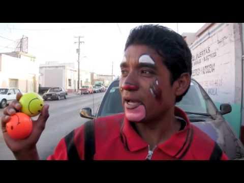 Policías extorsionan a Payasos callejeros