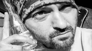 Nu uita sa te Abonezi/Subscribe! Cheloo feat Margineanu - O zi ca oricare alta Versuri: Cheloo: Evoluez constant ca jegu' in dero...