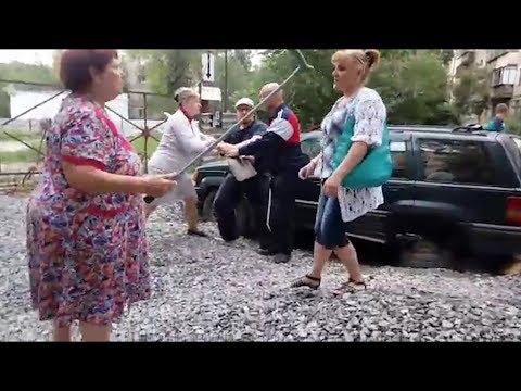 «Таскали женщин за волосы»: челябинцы с вилами встали на оборону двора от уплотнительной застройки