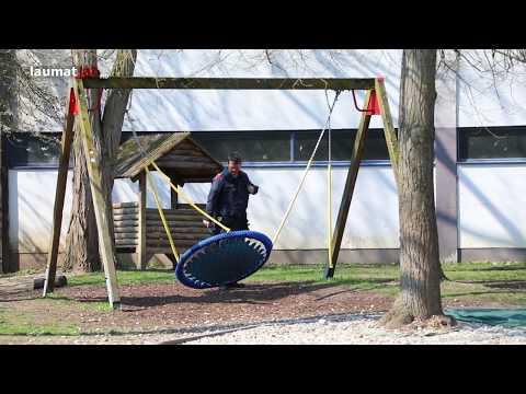 Vier Kinder bei schwerem Schaukelunfall auf Spielplatz in Wels-Vogelweide verletzt