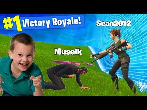 6 YR OLD KID *CARRIES ME* In Fortnite Battle Royale!