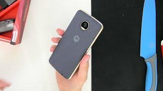 Das Moto Z2 Play ist ein Mittelklassesmartphone aus dem Hause Lenovo, ehemals Motorola, wie auch öfters falsch im Video gesagt, und ich darf es testen. Ich bin mal gespannt zu wissen, für den wäre denn dieses Gerät etwas?~Meine Kamera: http://amzn.to/1MOp3PrMein Objektiv der Wahl: http://amzn.to/1XvISicDer geniale Adapter: http://amzn.to/1PP4mkNMein Videomonitor: http://amzn.to/1RVroqMMeine SD-Karte: http://amzn.to/1ORPkfJhttp://gplus.to/ValentinMoellerhttp://facebook.de/VMFANhttp://facebook.com/ValentastischesVideohttp://instagram.com/valentastischIntro:Musik von Epidemicsound.comChristian Nanzell - It's VoodooIntro von http://heavygrafix.deDie Amazon-Links hängen mit dem Partnerprogramm von Amazon zusammen. Sie dienen dem potentiellen Käufer als Orientierung und verweisen explizit auf bestimmte Produkte. Sofern diese Links genutzt werden, kann im Falle einer Kaufentscheidung eine Provision ausgeschüttet werden.
