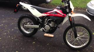 9. 2012 Husqvarna TE 250 Walk-around and Rev