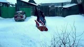 КМЗ-012 уборка снега родным снего-ротором №2