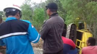 EXCAVATOR TERGULING DI JALAN PRACIMATORO WONOGIRI