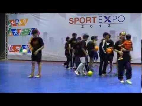 งานโชว์ สตรีทและฟรีสไตล์ฟุตบอล เมืองทองธานี 26 ต ค  2556 กลุ่ม TS2 (Thailand Street Style) Official (видео)