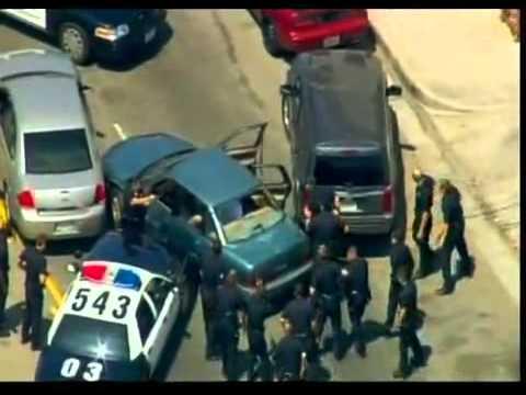 Policejní auta v divoké honičce ulicemi L.A.