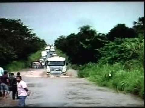 Chuva faz BR365 inundar entre Ituiutaba e Santa Vitória