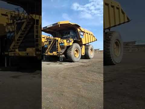 CATERPILLAR CAMIONES RÍGIDOS 793D equipment video rm0KNzjZEe0