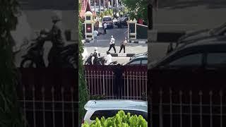 Video Video Amatir Detik-detik Penyerangan Polda Riau MP3, 3GP, MP4, WEBM, AVI, FLV Mei 2018