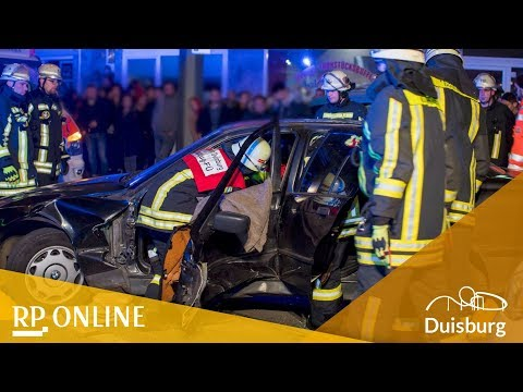 Autounfall in Duisburg: Polizei wegen Gaffern im Einsat ...