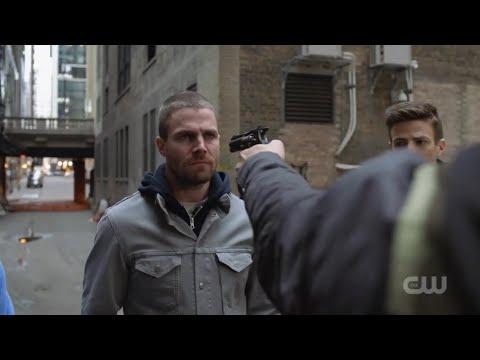 Arrow [7x9] Oliver, Barry and Kara in Gotham City