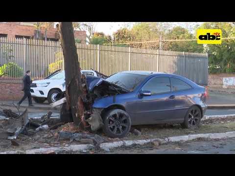 Abandonan vehículo tras accidente