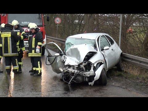 Unfall: Feuerwehr befreit Schwerverletzten