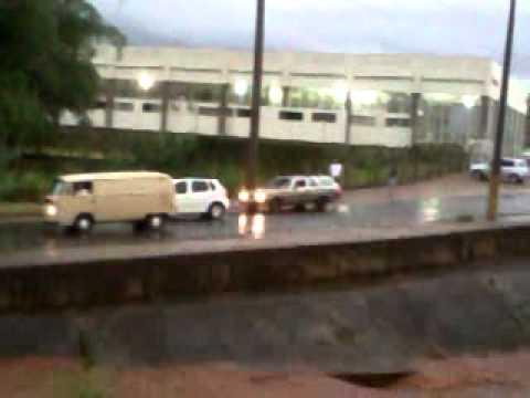 Temporal causa inundação no córrego do Ouro em Araraquara-SP  23/10/2012