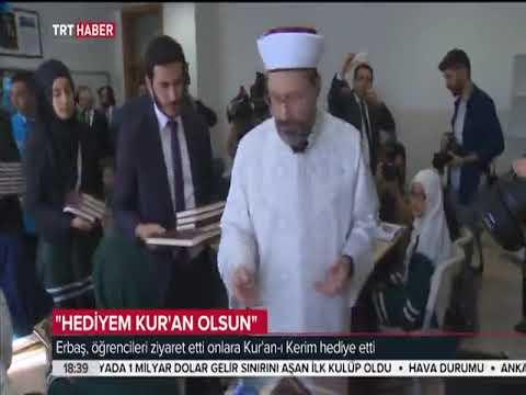 Diyanet İşleri Başkanı Erbaş, öğrencilere Kur'an-ı Kerim hediye etti