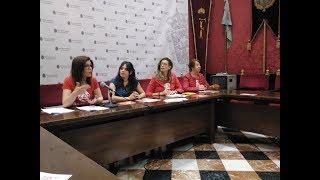 Un rojo solidario tiñe Granada