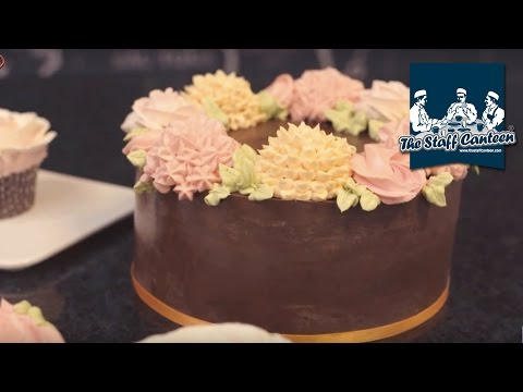 How to make decorative flowers using buttercream by Mark Tilling