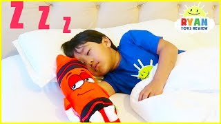 Video Ryan Pretend Play and Learn Colors with Giant Crayons MP3, 3GP, MP4, WEBM, AVI, FLV April 2019
