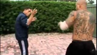 Musiało się tak skończyć! Instruktor sztuk walki kontra uliczny kozak!