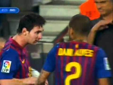 Mourinho fu-fu gestures for Messi (Barcelona vs Real Madrid) \u200f - YouTube2.flv (видео)