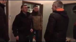 Godz. 6:05 – policja wyprowadza w kajdankach Władysława Frasyniuka.