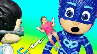 Video PJ Masks Romeo Turns the Assistant into a Giant and Super Small with Paw Patrol and Vampirina MP3, 3GP, MP4, WEBM, AVI, FLV Agustus 2018