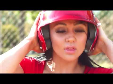 Keiran Lee, Audrey Bitoni - baseball game   Кейран Ли, Одри Битони - игра бейсбол (видео)