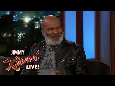 David Alan Grier on Dressing Young & Frisky Old People (видео)