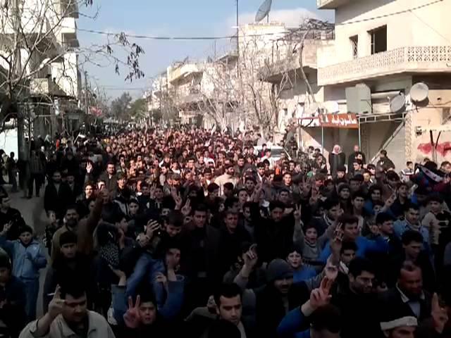 مظاهرة حاشدة بانتظار المراقبين في كفر نبل