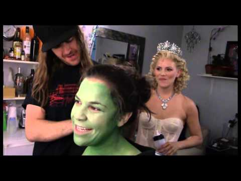 "Fly Girl: Backstage At ""wicked"" With Lindsay Mendez, Episode 1: 'greenifying' With The Fam"