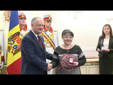 Игорь Додон присвоил государственные награды и Почетные дипломы Президента Республики Молдова группе военных Президентской оркестре